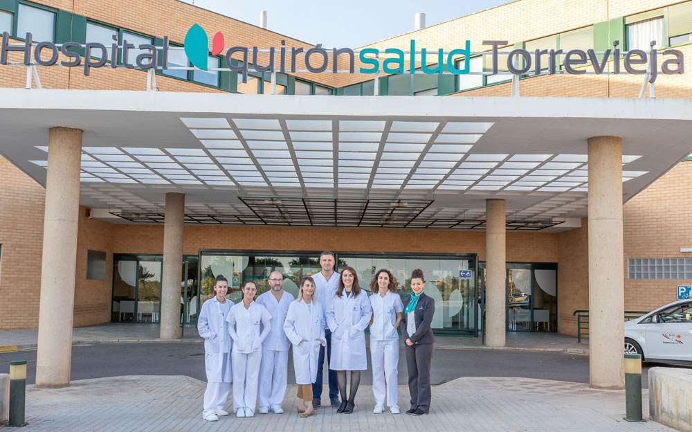 Equipo de la clínica dental Marta Vallés que se encuentra situada en el Hospital Quirónsalud Torrevieja nombrado como Mejor Hospital de Alicante