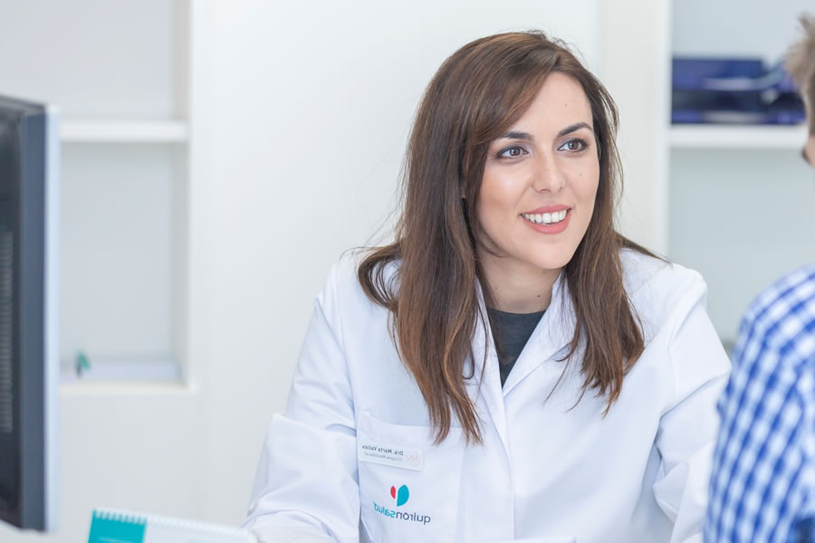 Dra. Dra. Marta Vallés, director of the Dental and Maxillofacial Unit, is double qualified in Medicine and Dentistry.